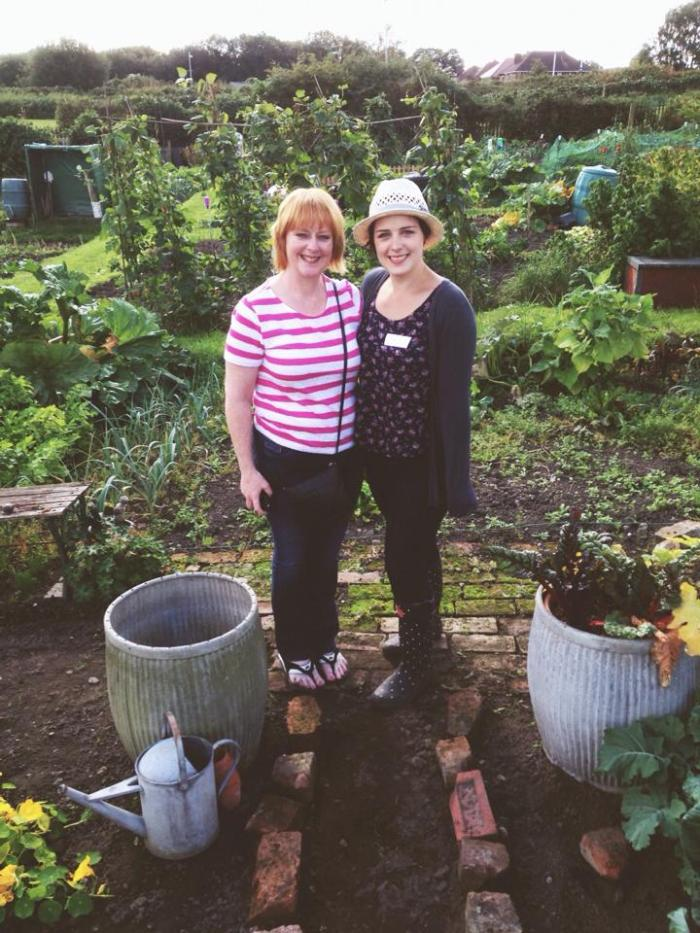 Lottie land girl and her mum